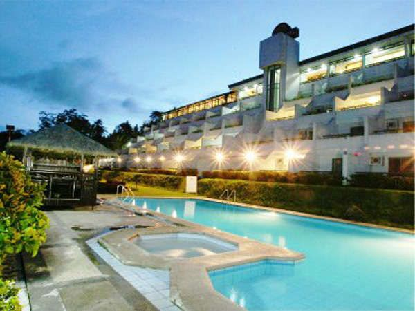 Cheap hotels in tagaytay with swimming pool for Cheap resorts in ecr with swimming pool